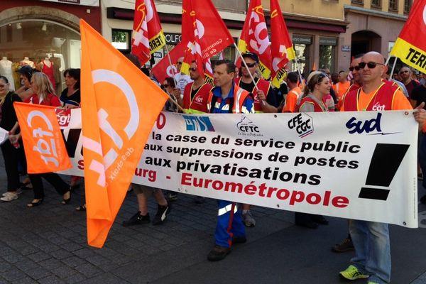 Les grévistes se sont rendus place Kléber. Photo : Thierry Sitter
