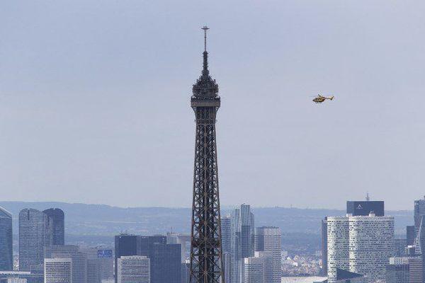 Mardi, deux hélicoptères militaires vont survoler Paris.