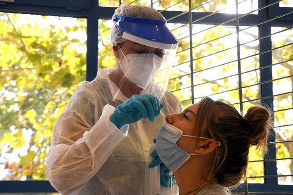 Les laboratoires font face à une recrudescence des demandes de tests PCR.