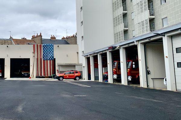 La caserne de Dijon Transvaal a pris des couleurs américaines pour rendre hommage aux victimes du 11-Septembre.