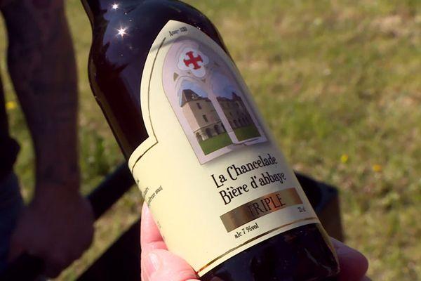La bière est faite dans la tradition des bières d'Abbaye