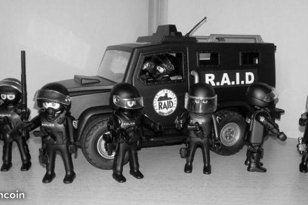 2 500 Playmobil du RAID en vente sur Le Bon Coin