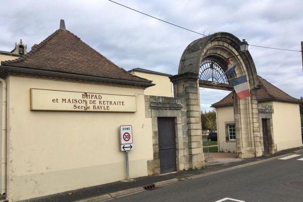 Un cluster de plus de 60 personnes positives au COVID 19 a été identifié à l'EHPAD d'Aigueperse dans le Puy-de-Dôme.