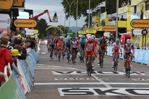 Le Tour de France représente d'importantes retombées économiques et en terme d'image pour les villes de départ et d'arrivée d'étape. juillet 2021.