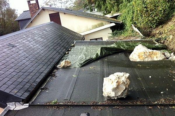Ce bloc de 2 tonnes est tombé sur la toiture d'une maison à Gonfreville l'Orcher.