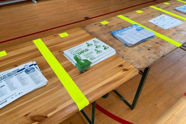 Les bulletins de la liste menée par Karima Delli ont été installés sur les tables des bureaux de vote de Cousolre peu après midi.