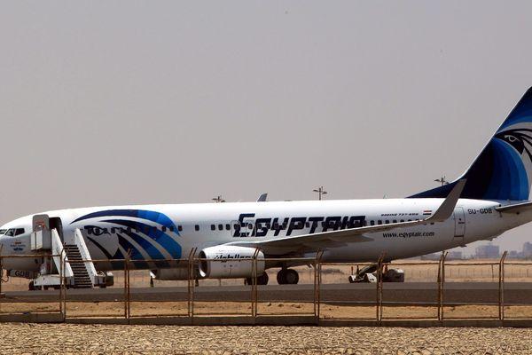 C'est un Airbus A320 d'Egyptair comme celui ci dont les débris en mer sont activement recherchés