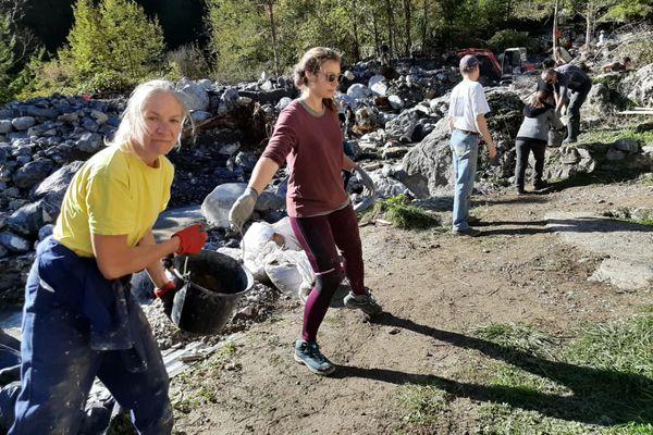 Deux semaines après la tempête Alex : plus d'une centaine de personnes est venue bénévolement nettoyer, sécuriser et remblayer ce terrain fortement endommagé par les intempéries.