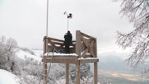 """Dans toutes les Alpes, près de 15 """"vigies"""" du temps qu'il fait sont implantées à des points stratégiques"""
