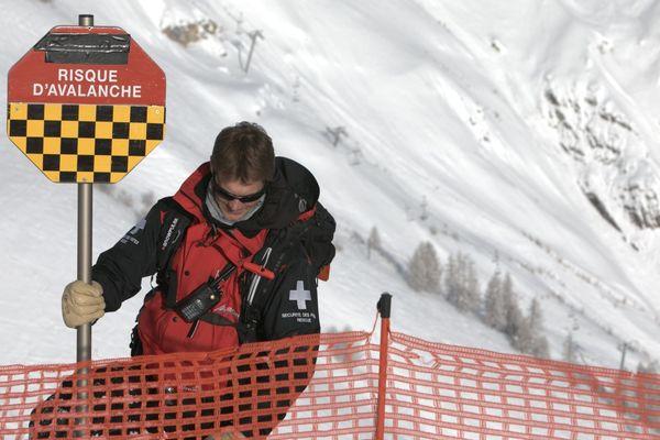 Illustration - Sécurisation des pistes lors d'un fort risque d'avalanche sur un domaine skiable.