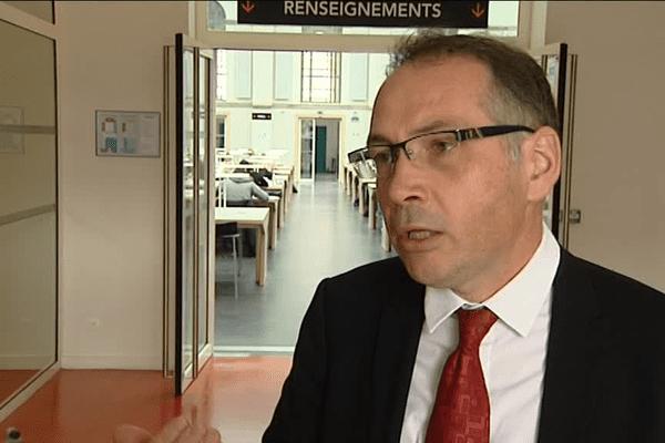 """David Alis, président de l'Université de Rennes 1, appelle """"à voter contre Le Pen"""" au second tour de l'élection présidentielle."""