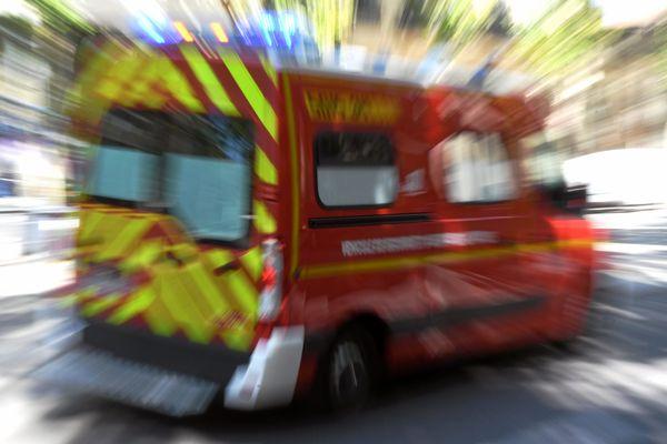 Les sapeurs-pompiers sont intervenus pendant plus de deux heures pour secourir les deux jeunes.