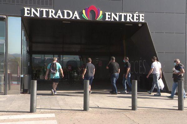 Les quelques centres commerciaux ouverts à la Jonquera n'attirent pas la foule.