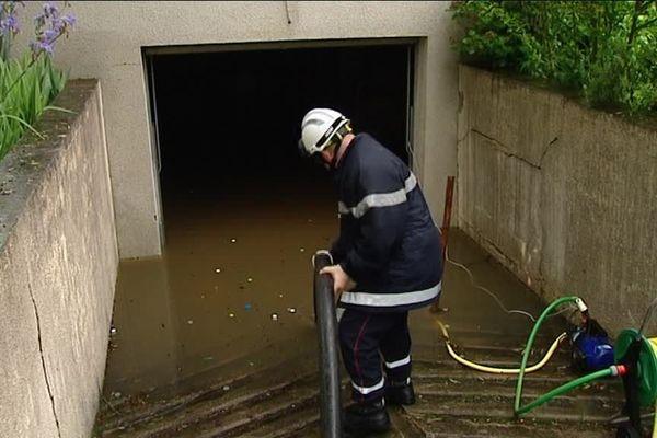 Pompiers à l'oeuvre dans une habitation (Loiret)