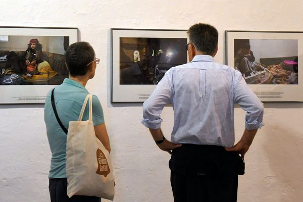 """La photographe va exposer ses clichés """"Yemen : la guerre qu'on nous cache""""."""