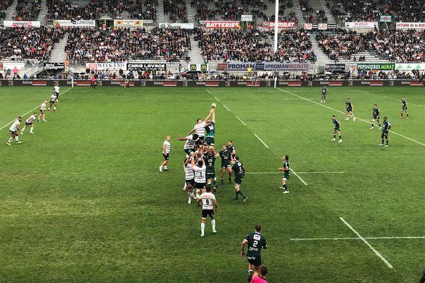 Retief Marais se bat pour récupérer le ballon en haute altitude, à l'image de l'engagement sans faille mis par les Brivistes dans ce match.
