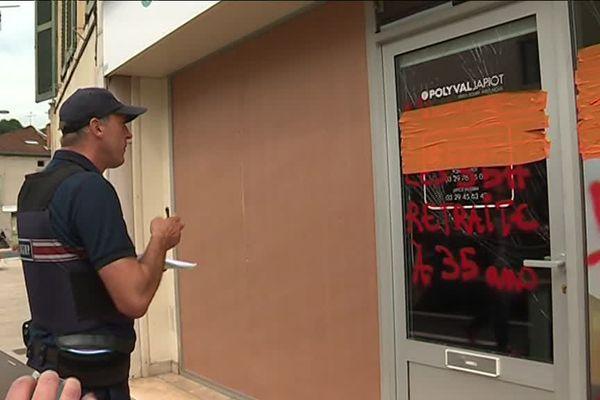 Après la manifestation de plus de 2000 opposants au projet Bure dimanche 17 juin, les commerçants de Bar-Le-Duc (55) sont en colère. Aujourd'hui, ils ne peuvent que constater les dégâts, commis par une centaine de casseurs.