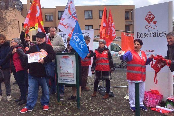 Le personnel de l'Ehpad des Roseraies, à Rennes, a pris par à la mobilisation nationale.