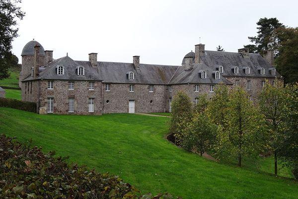 Dans le Calvados, en Suisse normande, le château de Pontécoulant connaîtra un lundi humide et très nuageux.
