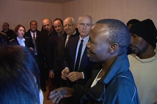 Visite de Thierry Repentin, délégué interministériel à la mixité sociale dans l'habitat, dans le centre d'accueil et d'orientation de Fourneaux, en Savoie, le 28 novembre 2016.