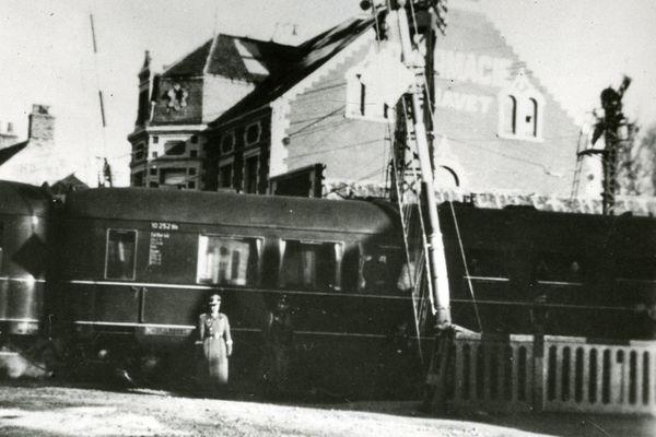 Vue du train d'Hitler en gare de Pont-de-Briques, dans la commune de Saint-Etienne-au-Mont, près de Boulogne-sur-Mer.