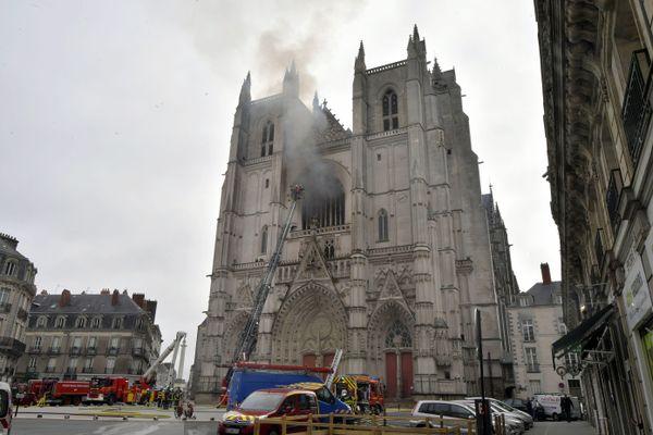 C'était le 18 juillet 2020, un incendie criminel endommageait la cathédrale de Nantes au niveau du grand orgue.