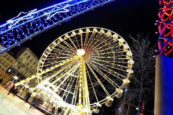 Vendredi 23 novembre à Clermont-Ferrand, à partir de 17 heures, une parade de Noël était programmée dans les rues. Mais la météo contraint la municipalité à réajuster son programme initial.