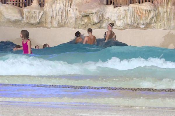 La piscine à vagues de Rulantica.