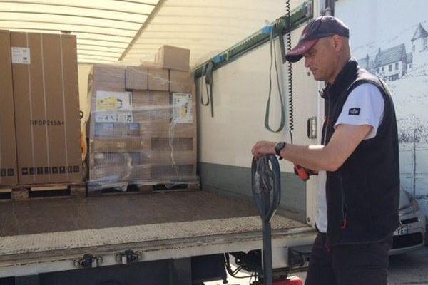 Une centaine d'appareils électroménagers ont été livrés à l'antenne du Secours Populaire du Montargois pour être distribués aux familles victimes des intempéries.