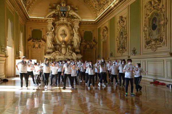 Outre les chorégraphies proposées par les différentes compagnies, un flashmob a réuni l'ensemble des participants