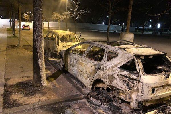 Des incendies et des échauffourées ont éclaté samedi 03 mars à Bron, dans le quartier de Parilly, pour la troisième nuit consécutive pour la Métropole, après La Duchère à Lyon et Rillieux-la-Pape vendredi.