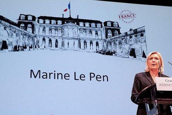 """Marine Le Pen lors des """"Assises du produire en France"""" en septembre 2016."""