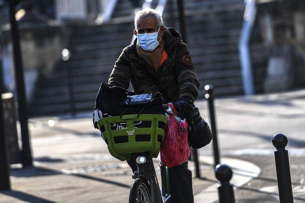 Paris et plusieurs villes de banlieues veulent créer de nouvelles pistes cyclables temporaires.