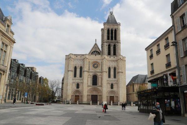 Le parvis de la basilique de Saint-Denis, en Seine-Saint-Denis, presque vide jeudi 2 avril, en plein confinement contre la propagation du Covid-19 (illustration).