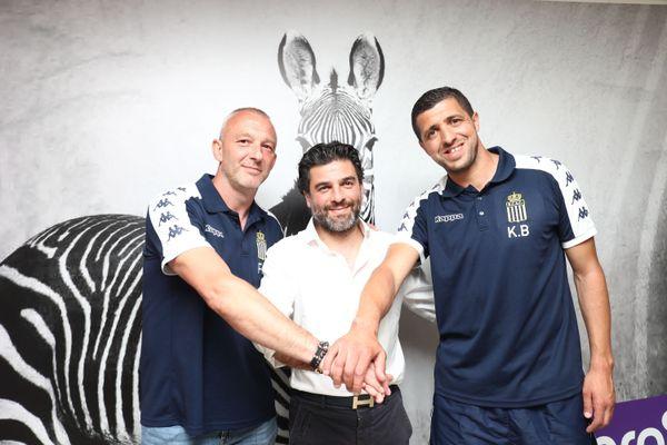 Mehdi Bayat (au centre) entouré par Franck Defays et Karim Belhocine, entraîneur-adjoint et entraîneur de Charleroi.