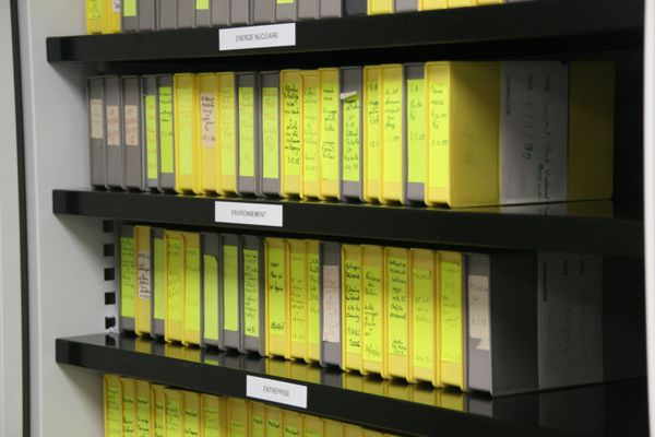 La vidéothèque conserve encore quelques archives sur des supports cassettes à bande.