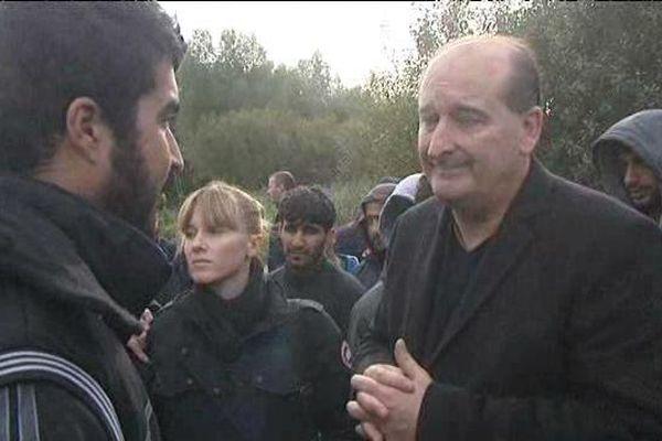 Dialogue entre un migrant et le maire de Téteghem au lendemain des échauffourées.