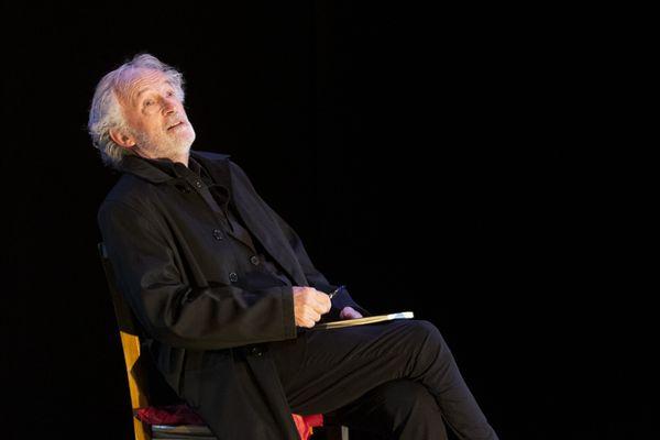 """Vincent Roca sur scène pour le spectacle """"Ma parole !"""" au théâtre du Rond-Point à Paris"""