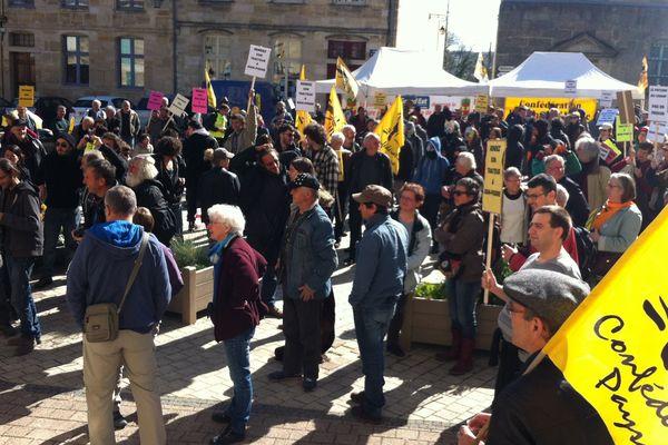 Mardi 2 mai 2017 à Bar-le-Duc (Meuse), manifestations d'antinucléaires et et de membres de la Confédération Paysanne ,venus soutenir l'agriculteur Jean-Pierre Simon à l'occasion de son procès devant le Tribunal de Grande Instance.