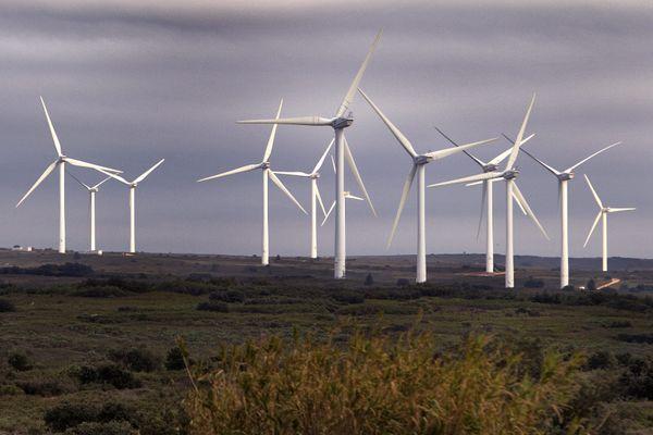 Le parc éolien industriel d'Aumelas dans l'Hérault.