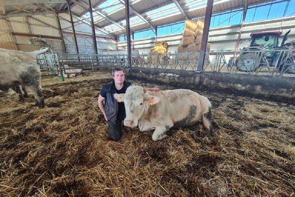 Rémi James, agriculteur en colère de 26 ans, ira manifester le 25 mars sur la place de Jaude à Clermont-Ferrand.