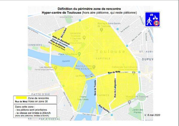 Dans cette zone en jaune, la circulation sera limitée à 20 Km/h et la priorité donnée aux piétons.