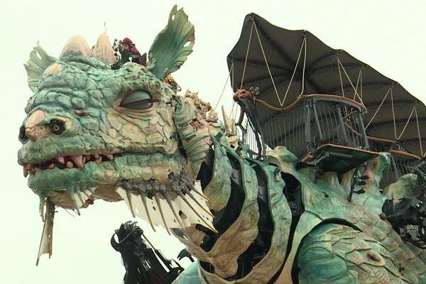 Le Dragon de Calais a été créé par François Delarozière.