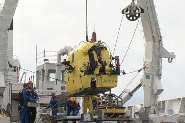 Premier grand bain pour Ariane le robot ce samedi à La Seyne-sur-Mer.