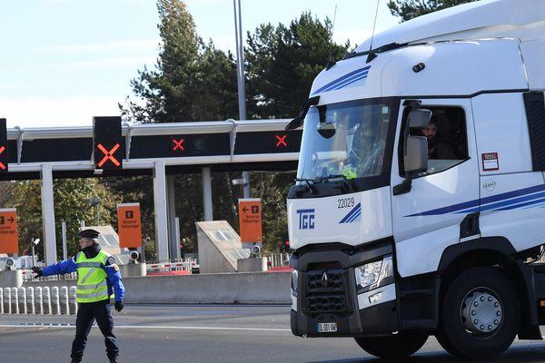 Les camions ne pourront pas circuler sur l'autoroute A89 au niveau du péage des Martres d'Artière.