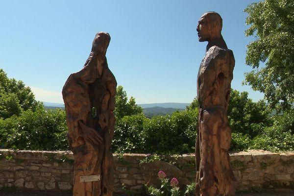 Sculptures au grand air à Joucas dans le Vaucluse (84).