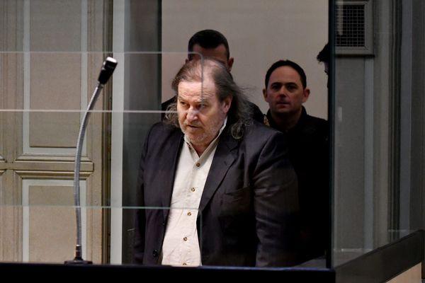 """Jacques Rançon, alias """"le tueur de la gare de Perpignan"""", a """"demandé pardon"""" lundi pour avoir tué Moktaria Chaïb et Marie-Hélène Gonzalez, deux femmes qu'il a violées et atrocement mutilées."""