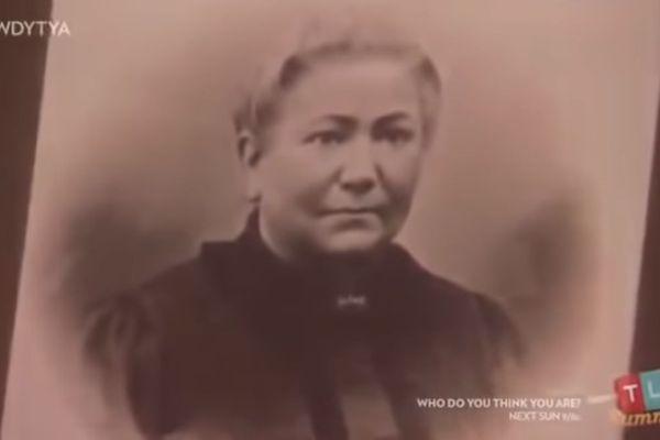 Au cours de l'émission Who do you think you are, J.K. Rowling reçoit une photographie de son arrière-arrière-grand-mère alsacienne, Salomé Schuch, native de Brumath.