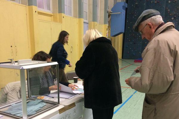 Ouverture des bureaux de vote à Grenoble ce dimanche 29 janvier.