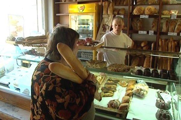 Jean-Luc Bertrand, dans sa boulangerie à Abscon.